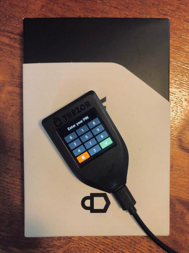 trezor model T kriptopénz mycryptoption hardver wallet kriptopénz tárca 3