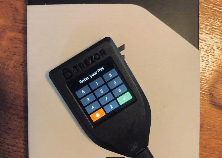 trezor-model-T-kriptopénz-mycryptoption-hardver-wallet-kriptopénz-tárca-3