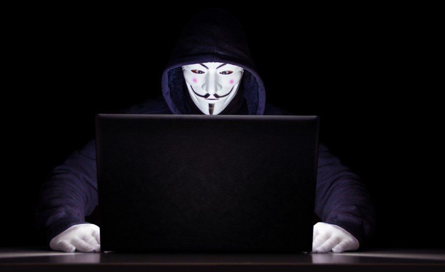 """Echipa de hackeri """"Anonymous"""" l-a amenințat pe Elon Musk din cauza tweet-urilor sale Az """"Anonymous"""" hacker csapat megfenyegette Elon Musk-ot a tweetjei miatt"""